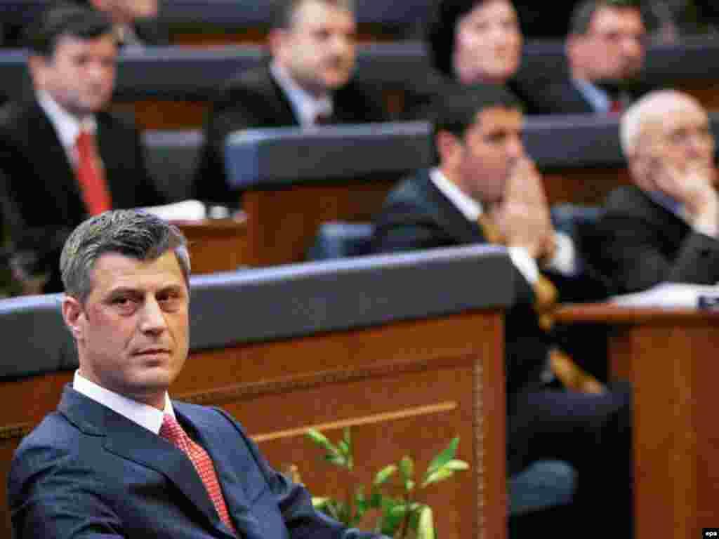 Премьер-министр Косова Хашим Тачи во время провозглашения независимости, 17 февраля 2008