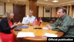 Министр огбороны Армении принимает посла США в Армении Линн Трейси, Ереван, 16 июля 2019 г.