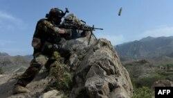 Военнослужащий афганского спецназа во время операции против боевиков