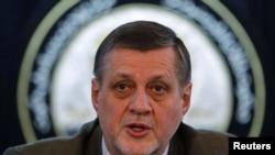 Ян Кубіш, голова місії ООН в Афганістані, закликає США покарати тих, хто спалював Коран. 1 березня 2012 року