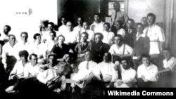Киңкүләм репрессияләр башланыр алдыннан бер төркем татар язучыларының 1930 елда Казанда төшкән фотосы