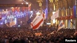 2010 йилнинг 19 декабрда Минск марказига йиғилган норозилар сони 50 мингга яқинлагани айтилган эди.