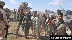 یکی از تصاویر حضور قاسم سلیمانی در میان شبهنظامیان مورد حمایت ایران احتمالاً در عراق در آستانه آزادسازی موصل