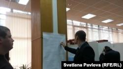 Председатель УИКа по просьбе наблюдателей заполняет протокол