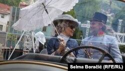 Актери облечени како Франц Фердинанд и неговата жена на одбележувањето на стогодишнината од атентатот.