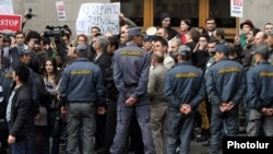 Armenia - A demonstration against controversial pension reform outside the ruling Republican Party's headquarters in Yerevan, 15Nov2013.