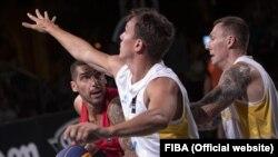 Чоловіча збірна України з баскетболу 3х3 під час одного з попередніх матчів проти команди Іспанії