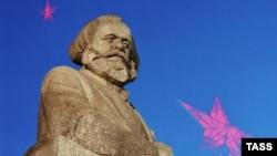 Первый камень в будущий памятник Карлу Марксу в 1920 году заложил сам Ленин (ИТАР-ТАСС)
