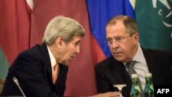 АКШ менен Орусиянын тышкы иштер министрлери Жон Керри жана Сергей Лавров. 30-октябрь, 2015-ж. Вена шаары.