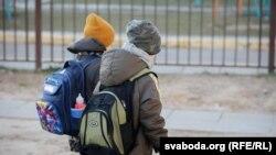 Українські школярі і студенти не ходять в навчальні заклади з початку березня