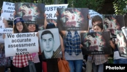 Armenia - Students protest against the release of Azerbaijani officer Ramil Safarov from a Hungarian prison during NATO Secretary General Anders Fogh Rasmussen's visit to Yerevan State University, 6Sept2012.
