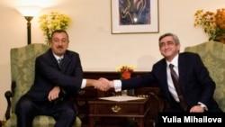 Preşedinţii Serzh Sarkisian şi Ilham Aliyev