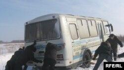 """Карга баткан """"Паз"""" автобусы Омскида Тазлар авылы белән Тарлар авылының арасы"""