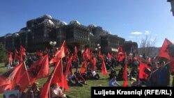 Protestuesit para Bibliotekës Kombëtare në Prishtinë, 17 shkurt 2016