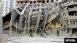 İki ay qabaq Bakıda tikilməkdə olan bina uçub, 20-dən çox adam ölüb