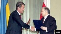 В чем нет недостатка, так это в бумагах: 14 апреля президенты Виктор Ющенко и Лех Качиньский подписали очередную декларацию о совместных действиях