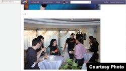 «Онлайн журналистика және блогинг» конференциясына келген блогшылар үзіліс кезінде. Алматы, 8-9 желтоқсан 2012 жыл. Yvision.kz сайтынан алынған скриншот.