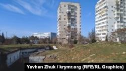 Среди жилых высоток по улице Вакуленчука в Севастополе находятся развалины форта «А5»