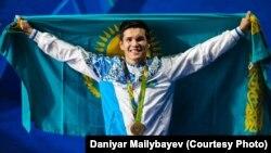 Обладатель золотой медали по боксу на Олимпийских играх в Рио боксер Данияр Елеусинов.