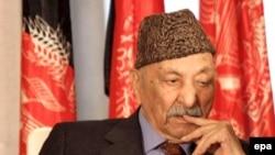 در جريان تدوين قانون اساسی جديد افغانستان که در ژانويه سال ۲۰۰۴ به تصويب رسيد به ظاهر شاه لقب «پدر ملت» داده شد.