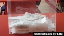 Vreće sa glasačkim materijalom iz Srebrenice dovezene su u subotu uveče u skladište CIK-a u Istočnom Sarajevu