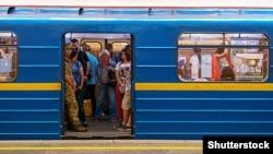 Раніше у метро повідомили про мінування станцій «Золоті ворота» та «Театральна»