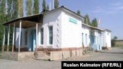 Сузак районунун Багыш айыл аймагындагы жараксыз деп табылган №52 мектеп. Ал быйыл да окуучуларды кабыл алат.