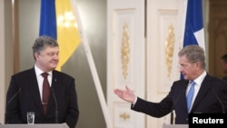 Президент України Петро Порошенко (ліворуч) і президент Фінляндії Саулі Нііністьо під час прес-конференції в президентському палаці в Гельсінкі, Фінляндія, 24 січня 2017 році