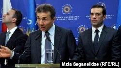 """Иванишвили не стал вдоваться в подробности, посетовал лишь, что Аласания по молодости своей допускает """"маленькие ошибки"""""""