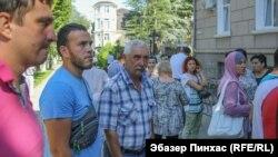 Учасники «галявини протесту» під адміністрацією Сімферополя, 3 серпня 2018 року