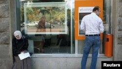 Переход Службы финансового мониторинга под контроль правительства будет означать, что счета каждого жителя Грузии, каждой бизнес-организации будут контролироваться исполнительной властью, считает парламентская оппозиция