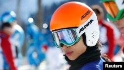Скрипачка Ванесса Мэй выступает на Играх в Сочи в горнолыжном слаломе. 13 февраля 2014 года.