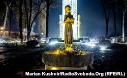 Пам'ятник жертвам Голодомору-геноциду в Україні 1932-1933 років. Київ, листопад 2015 року