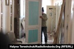 Замінили вікна і двері у шпиталі