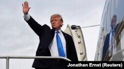Дональд Трамп сідає в літак, щоб вилетіти до США, Маніла, 14 листопада 2017 року