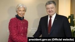 Президент України Петро Порошенко та директор-розпорядник МВФ Крістін Лаґард 24 січня 2018 року в Давосі