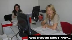 Елизабета Ангеловска и Даниела Младеновска, социјалните работници во Центарот за социјална работа во Куманово.