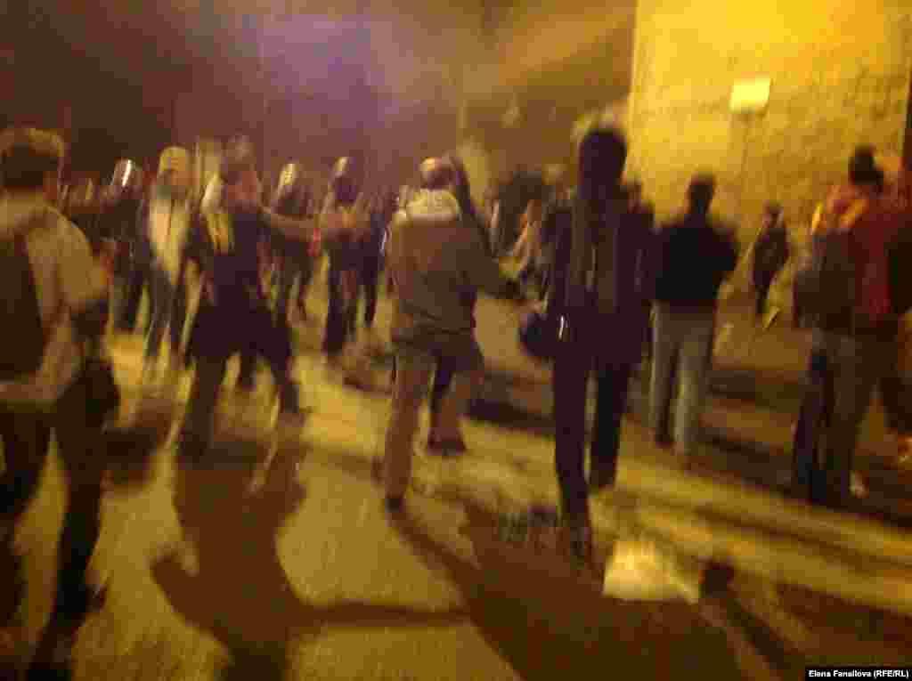 Полиция пару раз задерживала активистов
