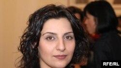 شادی قديريان از معدود عکاسان زن ايرانی است که از دريچۀ دوربين خود، موقعيت زنان را در جامعه ايران دنبال می کند.