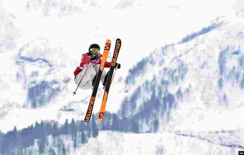 Canada's eventual gold medalist, Dara Howell, competes in the women's freestyle skiing slopestyle final.