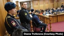 В копейском суде было очень много охраны