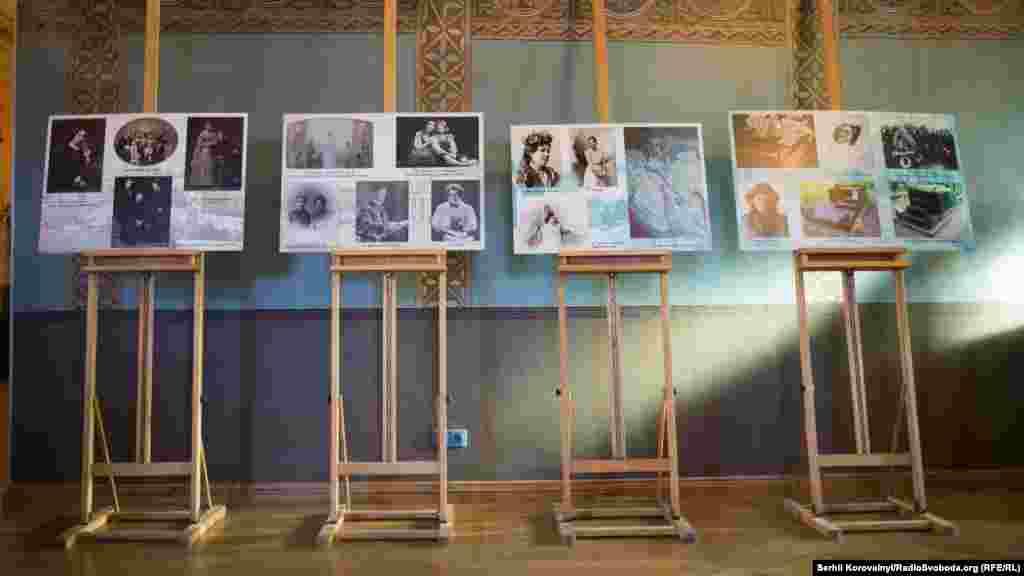 Інформативні стенди експозиції, що розповідають про життя та творчість Михайла Врубеля
