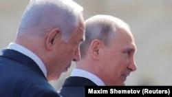 Премьер-министр Израиля Биньямин Нетаньяху с президентом России Владимиром Путиным на военном параде в Москве. 9 мая 2018 года.
