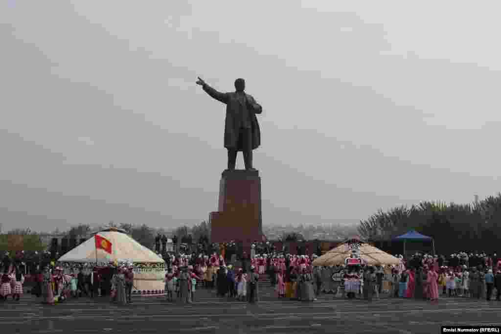 Узбекийн делегаци еанера Ош гIала, гIиргIизой кху беттан 2-чу дийнахь Узбекистанерчу Андижанехь хиллачул тIаьхьа.