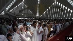Урочистості з нагоди початку Рамадану в Ісламабаді, Пакистан, 19 червня 2015 року
