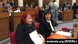 Алена Анісім (справа).