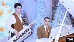 Түркіменстан президенті Гурбангулы Бердімұхамедов немересі Керимгулымен бірге