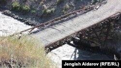 Мост в одном из самых труднодоступных сел Кыргызстана - Зардалы. Иллюстративное фото.