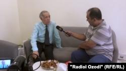 Лаҳзае аз суҳбати Искандари Фирӯз бо Иброҳим Усмонов