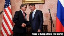 Russian Energy Minister Alexandr Novak (right) and U.S. Energy Secretary Rick Perry shake hands after the talks in Moscow, September 13, 2018